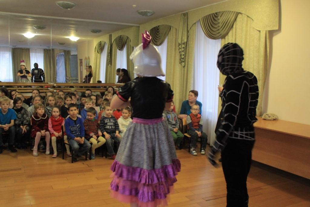 Активисты проектов «Волонтер» и «Молодая гвардия» организовали праздник в луганском детском доме 3