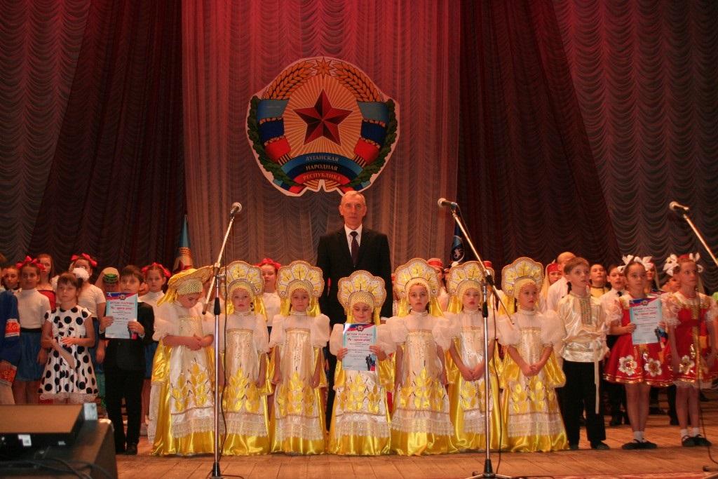 В Cтаханове прошел традиционный фестиваль творчества «Мы - единое целое» 1