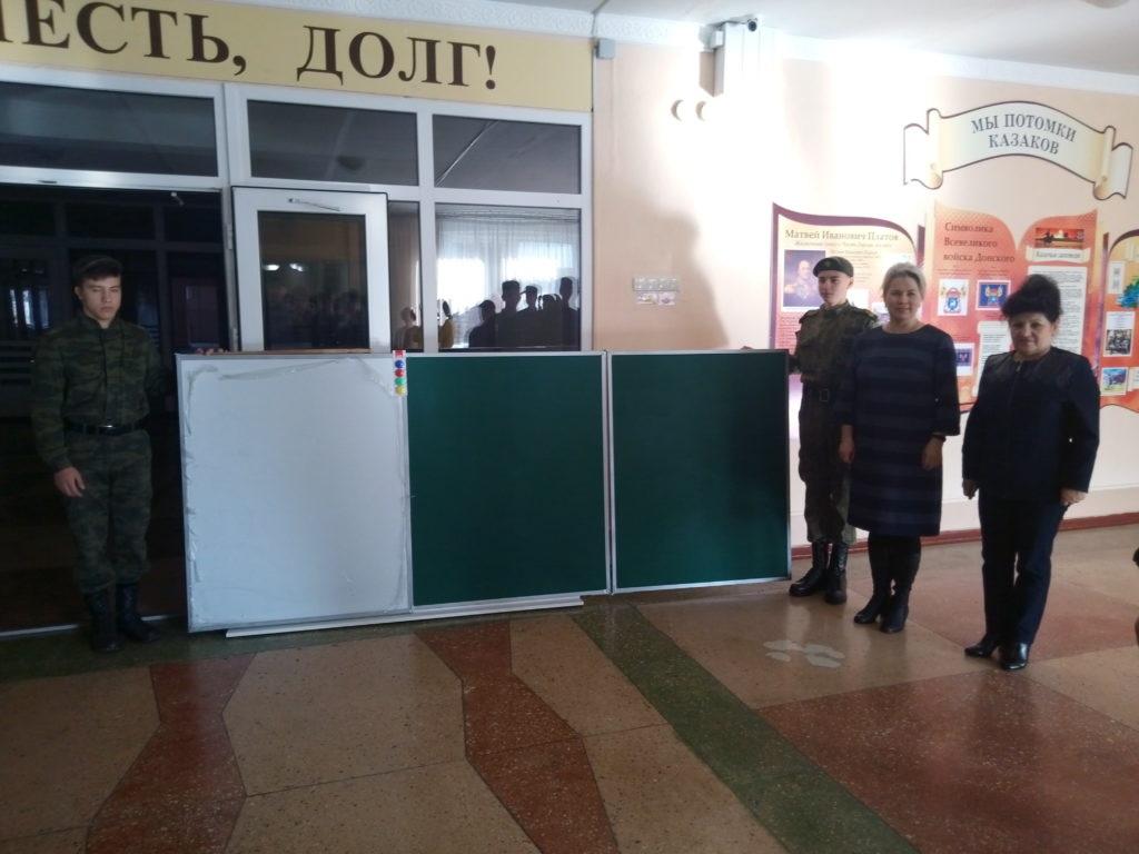 Алчевским кадетам вручили подарок от ОД «Мир Луганщине» 3