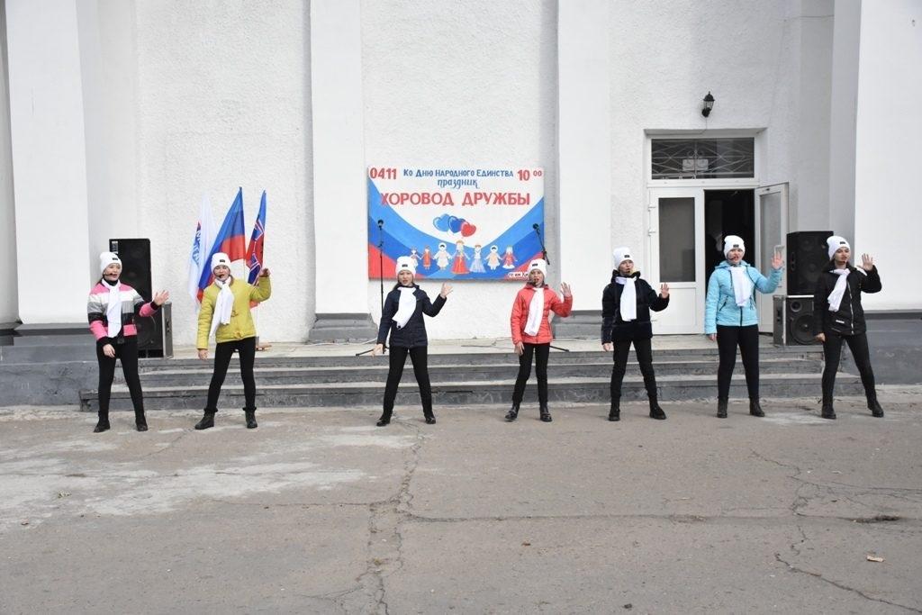 «Хоровод дружбы» в День народного единства прошел в Красном Луче 6