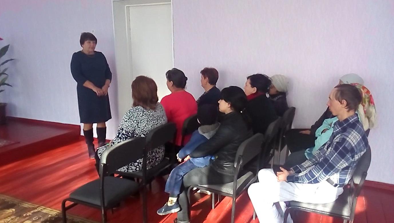 Елена Рахмукова встретилась с избирателями поселка Малониколаевка Антрацитовского района 1