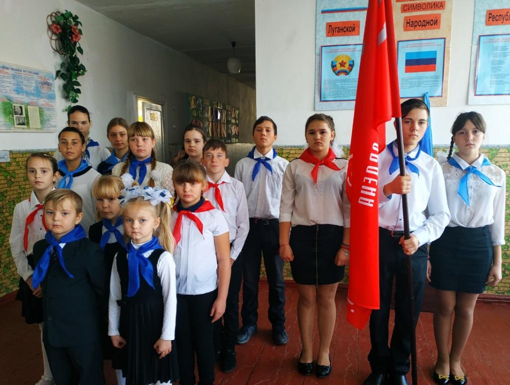 В поселке городского типа Таловое состоялась торжественная церемония передачи копии Знамени Победы 3