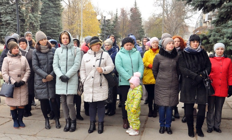 В Свердловске состоялся торжественный митинг 3