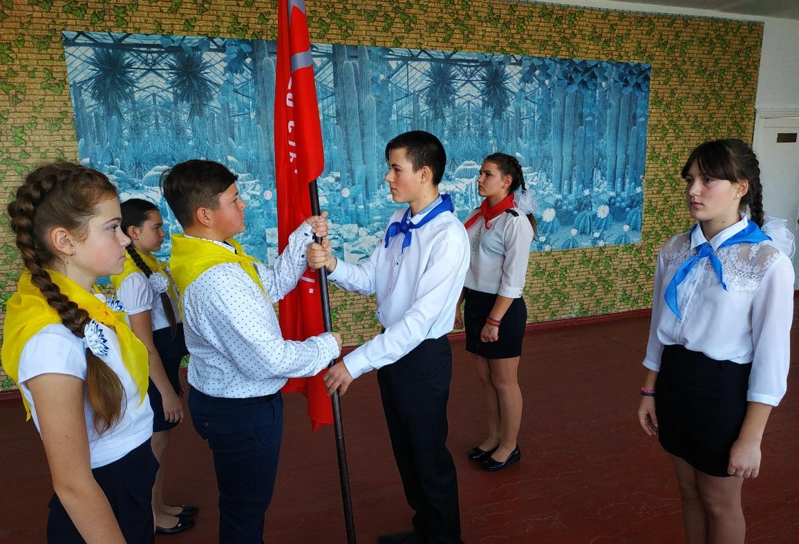 В поселке городского типа Таловое состоялась торжественная церемония передачи копии Знамени Победы 1