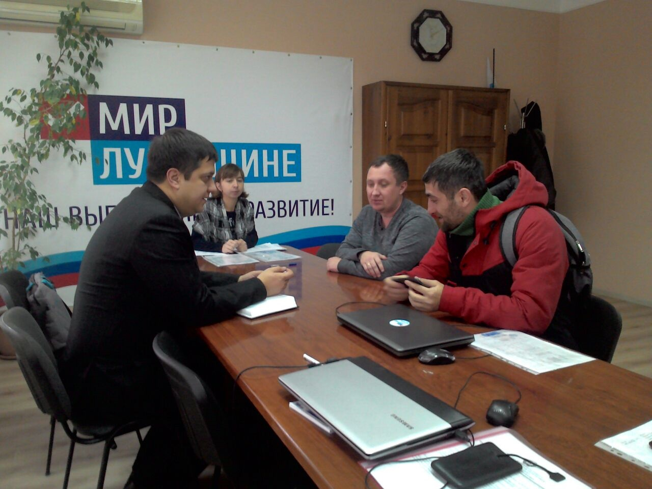 Андрей Тамбовцев провел прием граждан в Лутугино 1