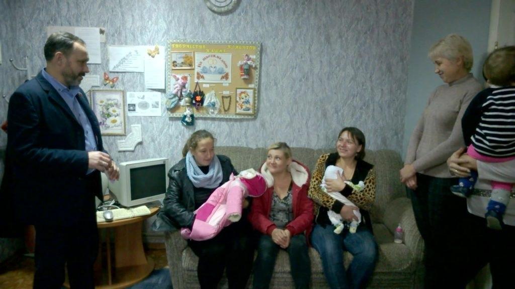 Представители ОД «Мир Луганщине» посетили Республиканский центр социально-психологической помощи в Славяносербском районе 2
