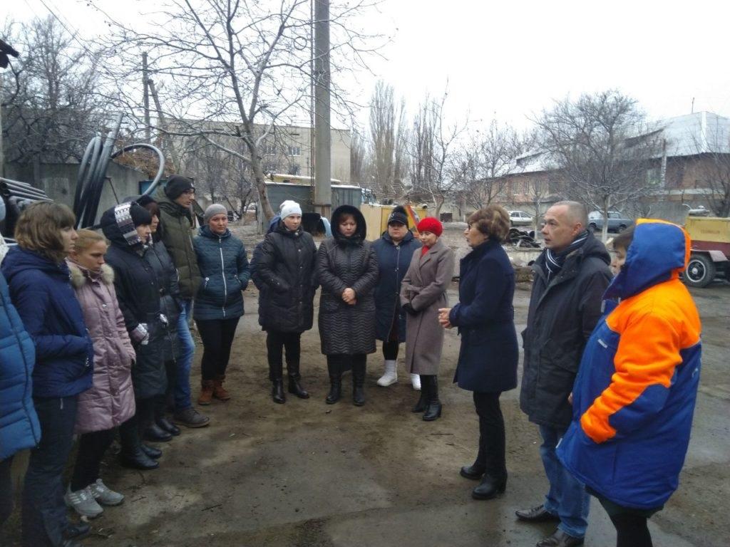 Депутат Народного Совета ЛНР Нелли Задирака встретилась с жителями в Лутугино 4