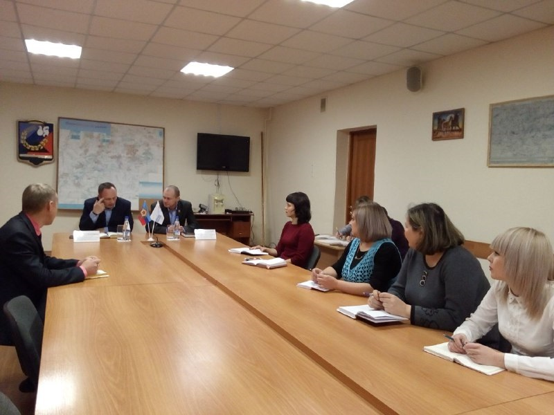 Директор департамента государственной регистрации Министерства юстиций ЛНР провел прием граждан в Перевальске 2