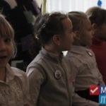 Прифронтовой школе в Золотом-5 подарили школьную доску от Общественного движения «Мир Луганщине»