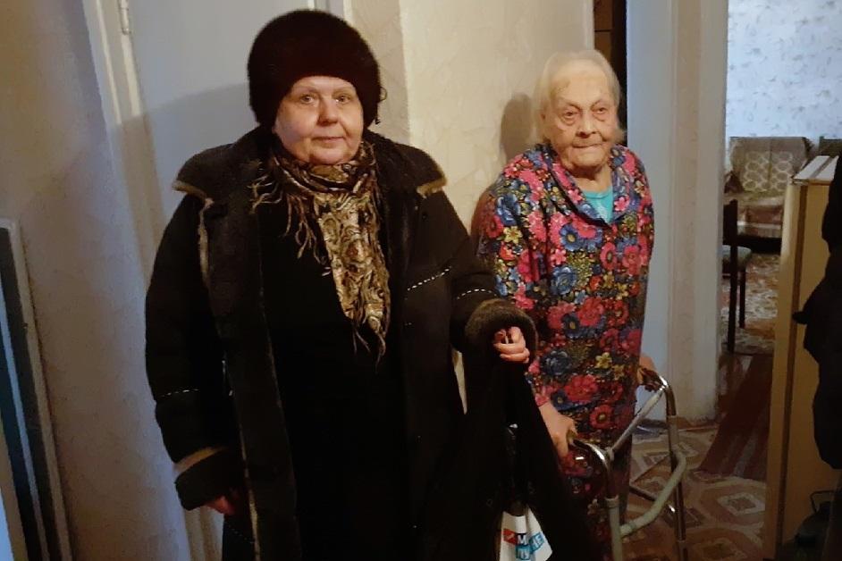 Активисты Антрацита посетили труженицу тыла в годы Великой Отечественной войны 1