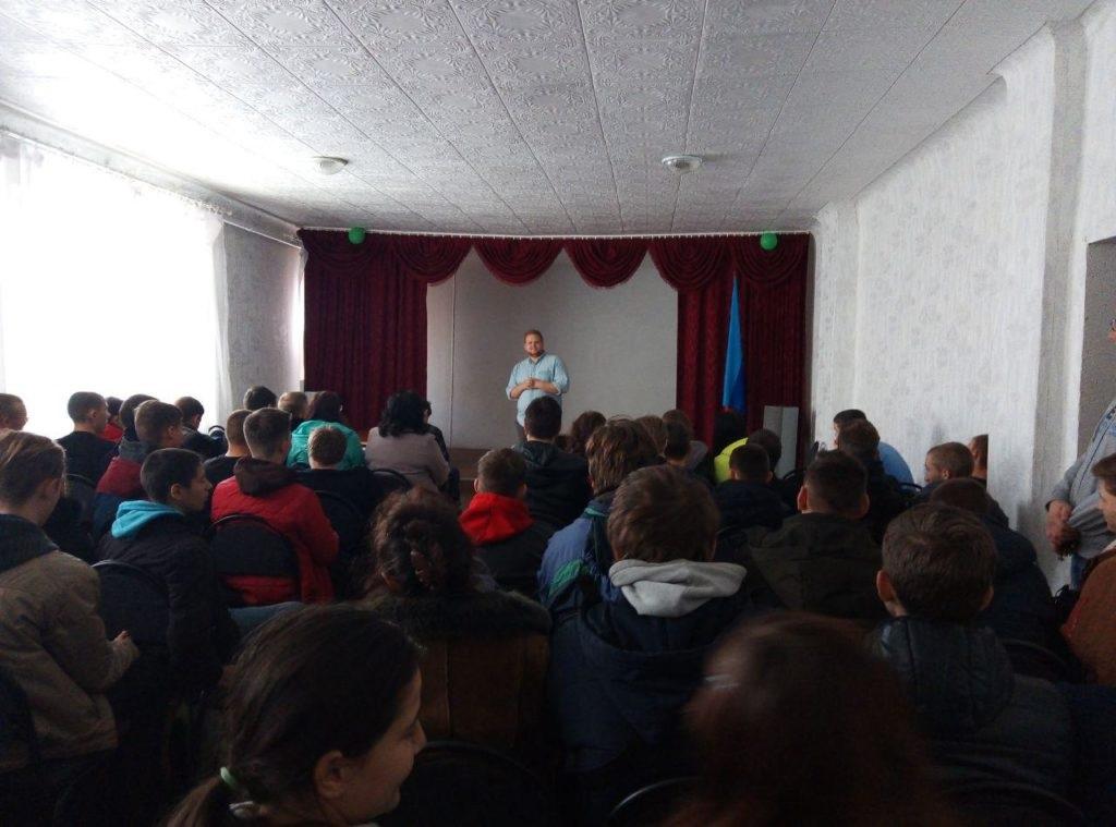 В Стахановском техникуме состоялось открытие первичного отделения проекта «Молодая гвардия» ОД «Мир Луганщине» 3