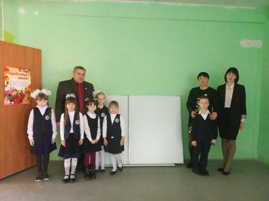 Учебно-воспитательный комплекс принял подарок от ОД «Мир Луганщине» в Красном Луче 4
