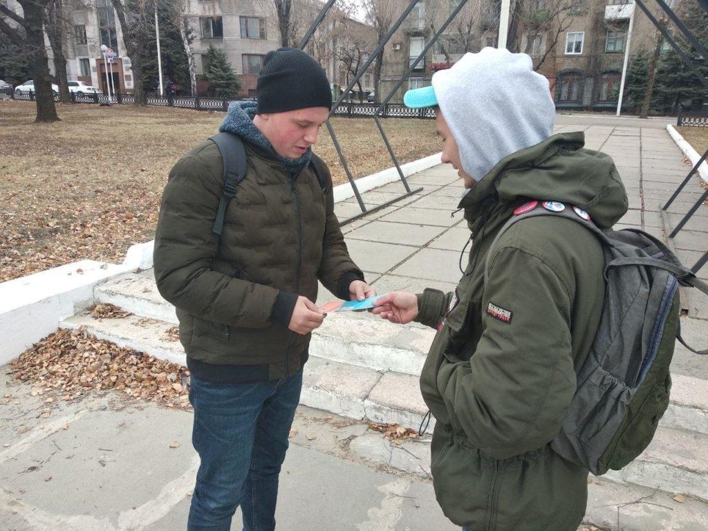 Акция ко Дню государственного флага ЛНР состоялась в Стаханове 7