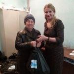 Жители Антрацита получили гуманитарную помощь от проекта «Волонтер»