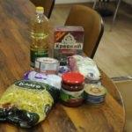 Активисты проекта «Волонтер» помогли жителям Свердловска продуктовыми наборами