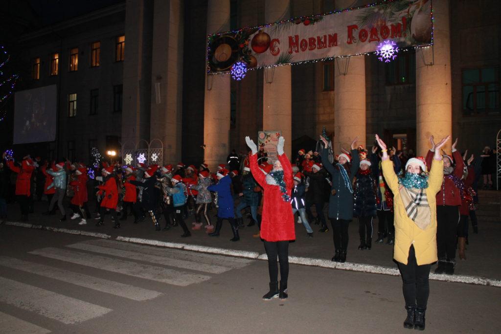 Открытие городской новогодней елки состоялось в Краснодоне 1