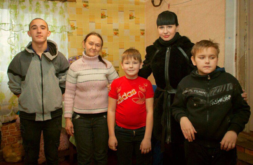 Александра Коваленко посетила многодетные и социально незащищенные семьи Краснодонского района 2