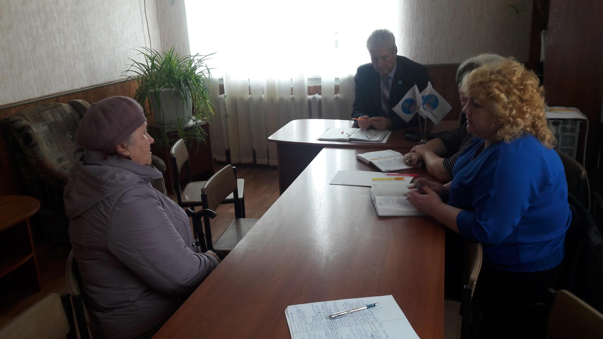 В поселке городского типа Семейкино Краснодонского района Сергей Козенко провел прием граждан