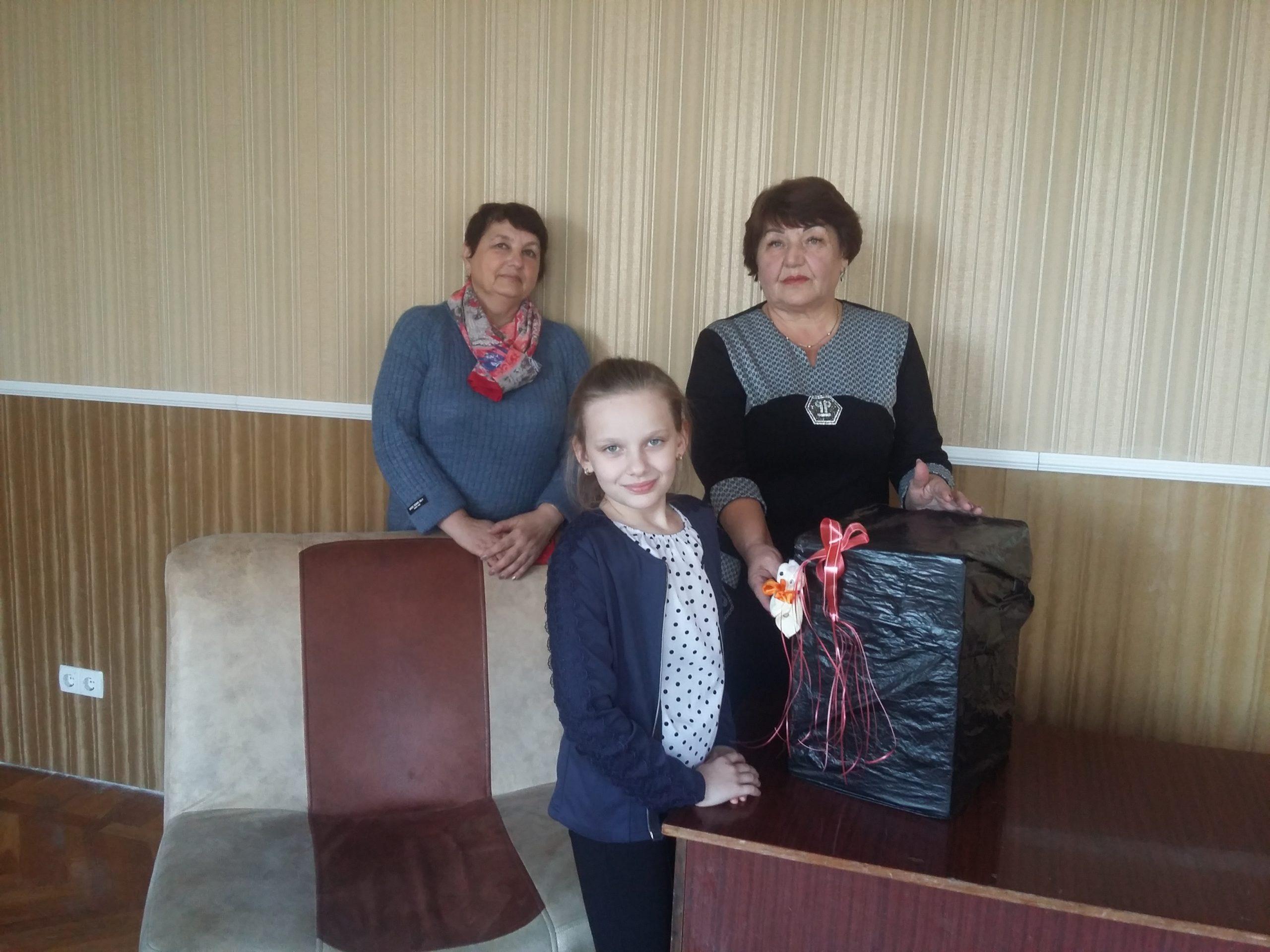 Депутат Народного Совета ЛНР Елена Рахмукова посетила ребенка с инвалидностью в Антраците 1