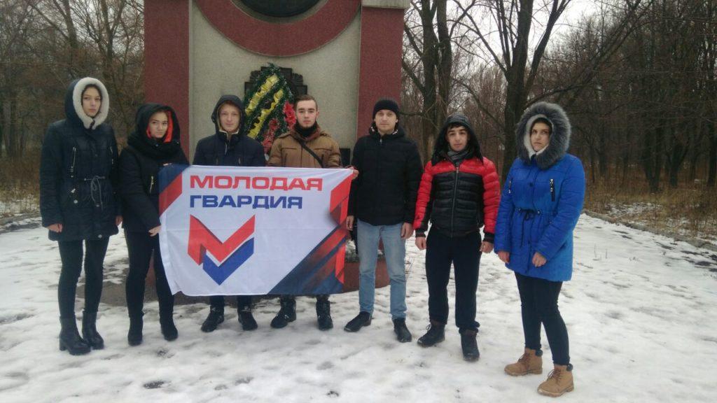 Активисты Красного Луча приняли участие в митинге у памятника погибшим ликвидаторам 1