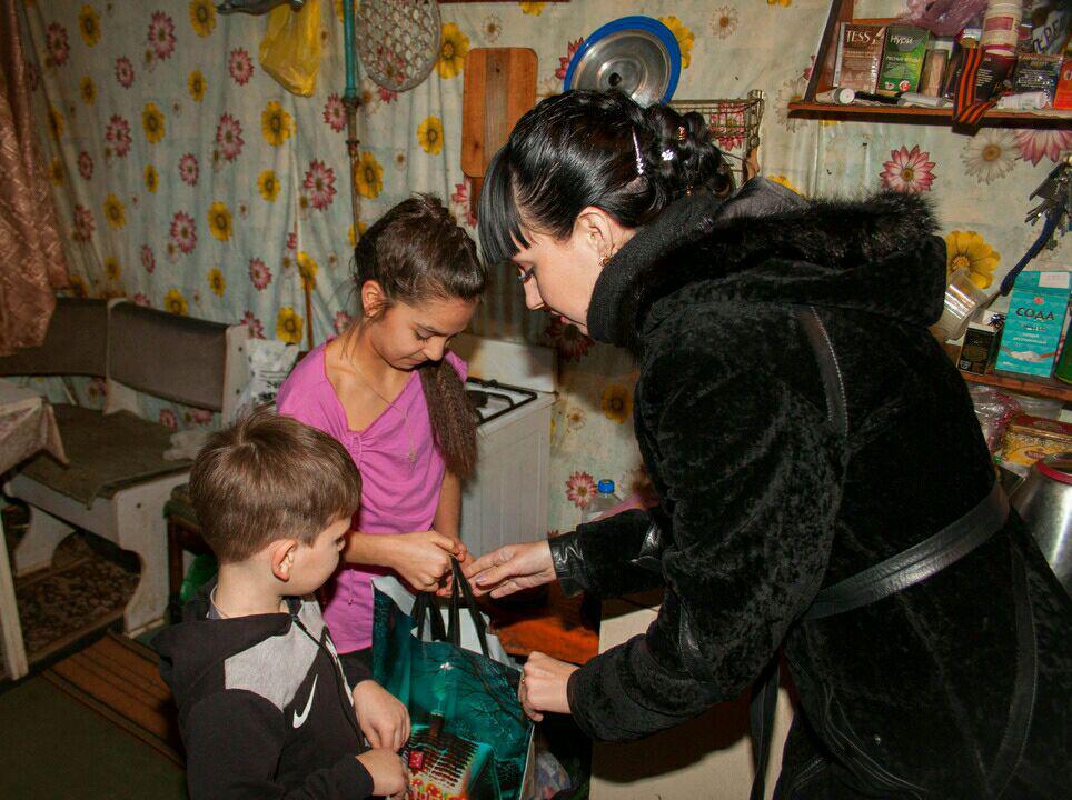 Александра Коваленко посетила многодетные и социально незащищенные семьи Краснодонского района 3