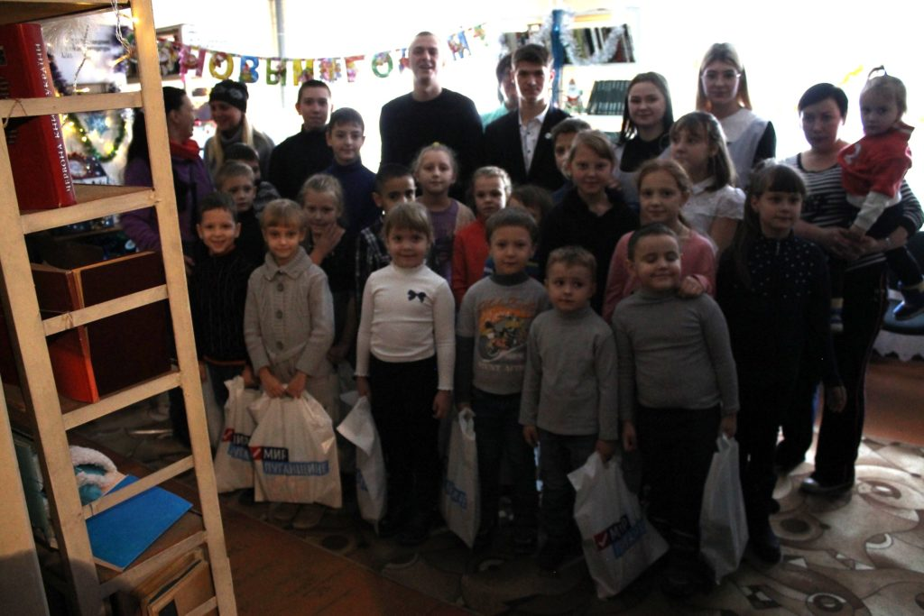 Активисты проекта «Дружина» и «Мы помним!» поздравили детей из малоимущих семей с Днём Святого Николая 2