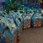 В Луганске детям вручили сладкие подарки от проекта «Волонтер»