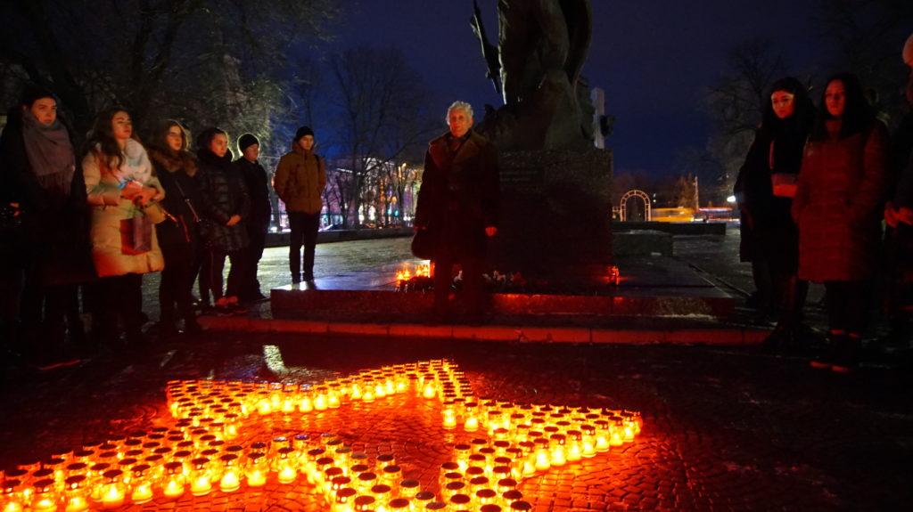 Память неизвестных солдат почтили в Луганске 7