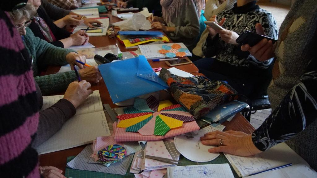 В Луганском Дворце культуры прошло занятие по лоскутному шитью 7