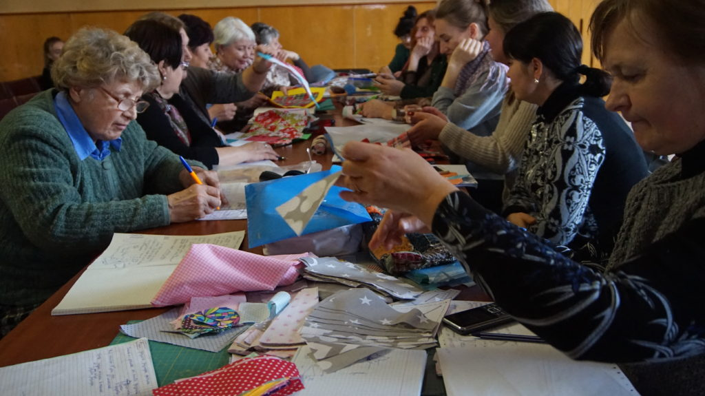 В Луганском Дворце культуры прошло занятие по лоскутному шитью 6