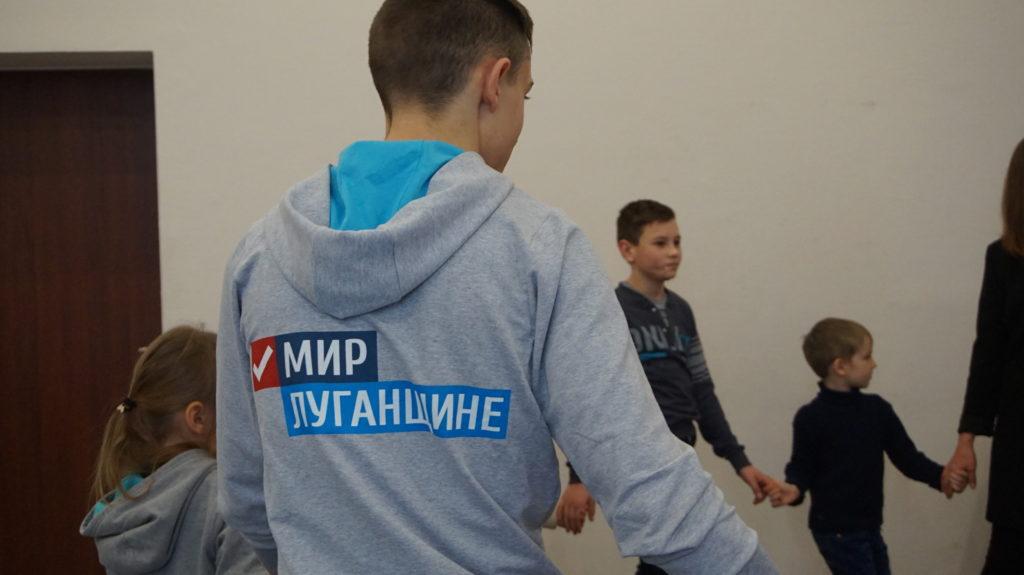 Активисты проекта «Волонтёр» вручили новогодние подарки детям в Луганске 8