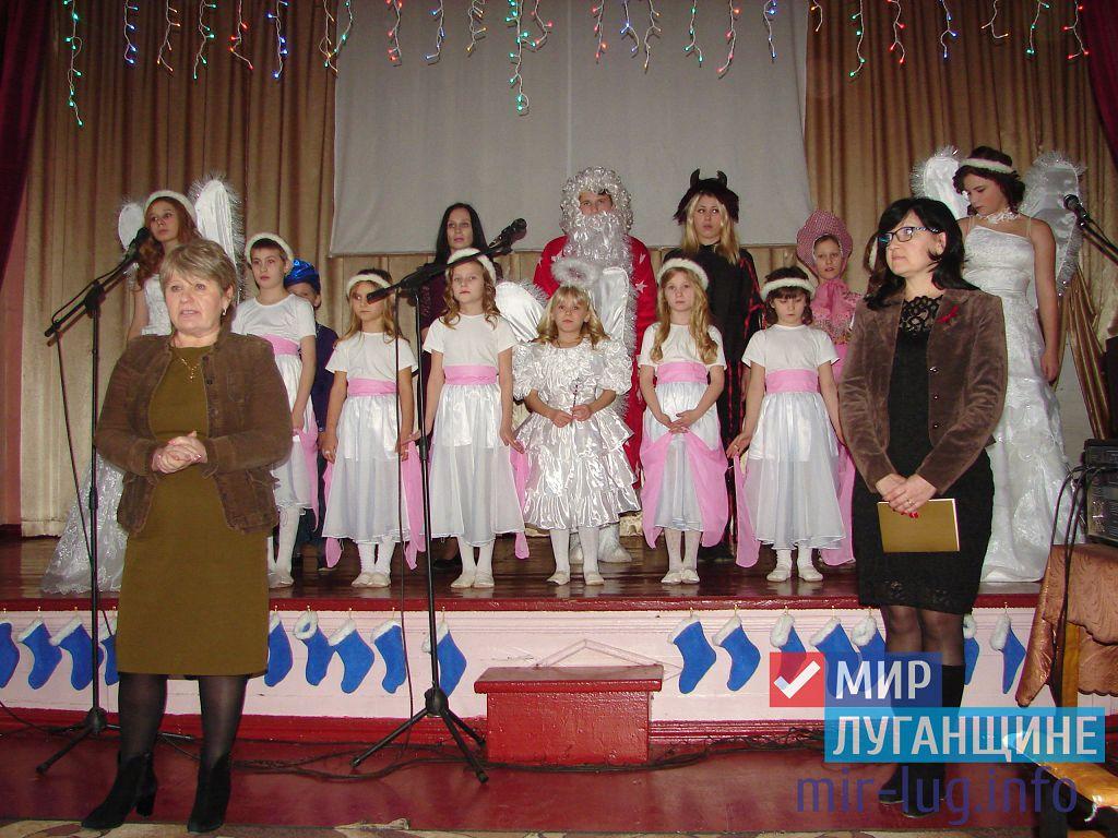 Активисты ОД «Мир Луганщине» поздравили с праздником воспитанников стахановской школы-интерната 1