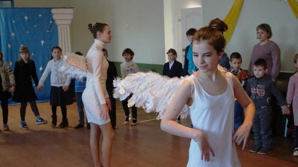 Активисты проекта «Молодая гвардия» провели праздник «В гостях у Святого Николая» для детей в Суходольске 4
