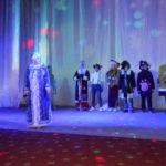 Для маленьких жителей Перевальска провели новогоднюю сказку «Я не верю в Деда Мороза»