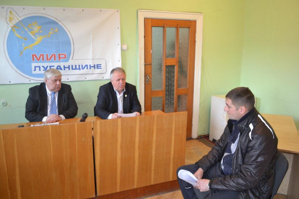 Глава Администрации города  совместно с главным врачом города провели прием граждан в Ровеньках 3