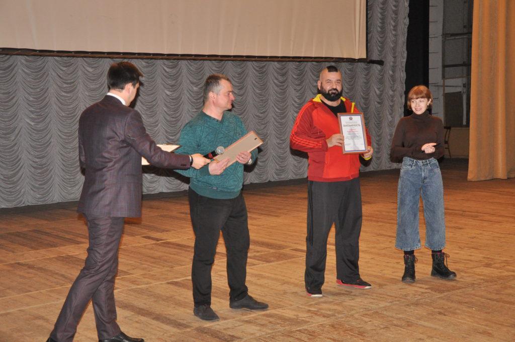 Более 600 жителей Стаханова посетили показ фильма «Ополченочка» 1