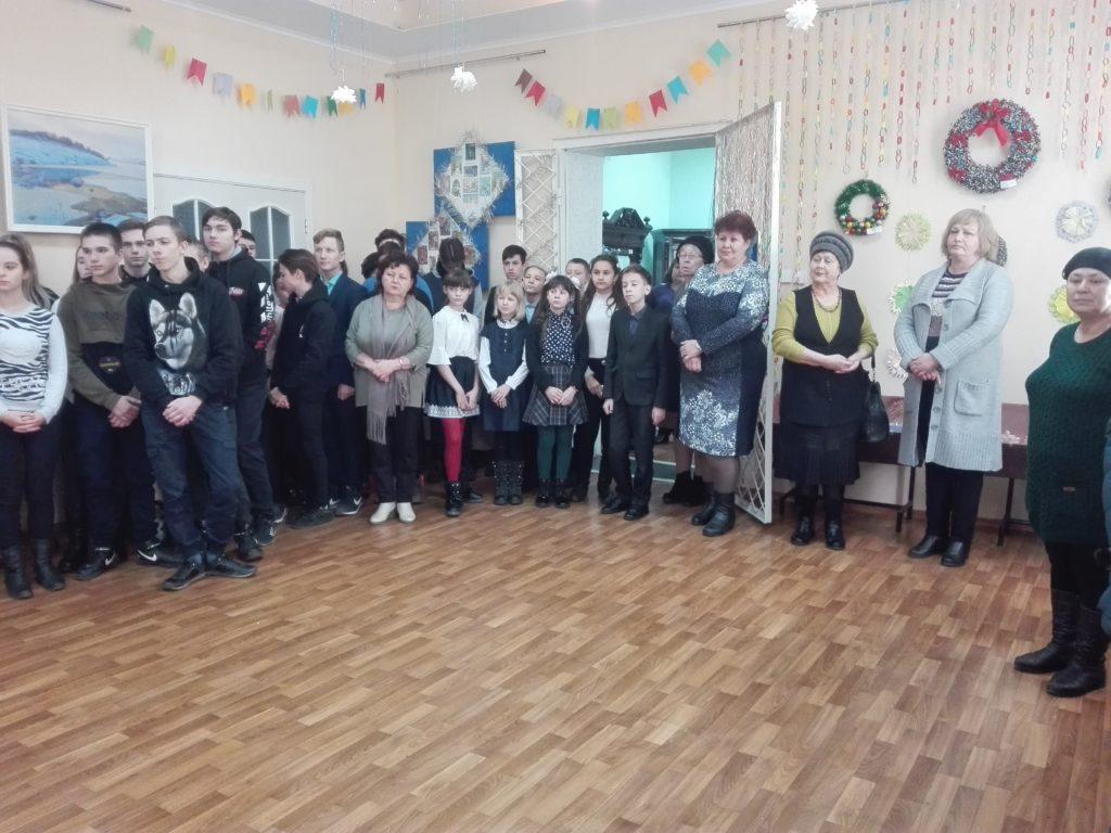 В Ровеньковском музее состоялось открытие выставки новогодних игрушек 3
