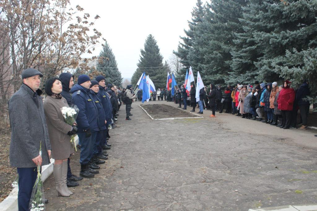 В Славяносербске провели митинг, посвящённый Дню чествования участников ликвидации последствий аварии на ЧАЭС 3