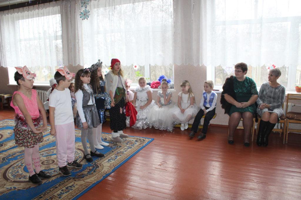 Маленькие жители села Смелое Славяносербского района получили новогодние подарки от проекта «Волонтер» 3