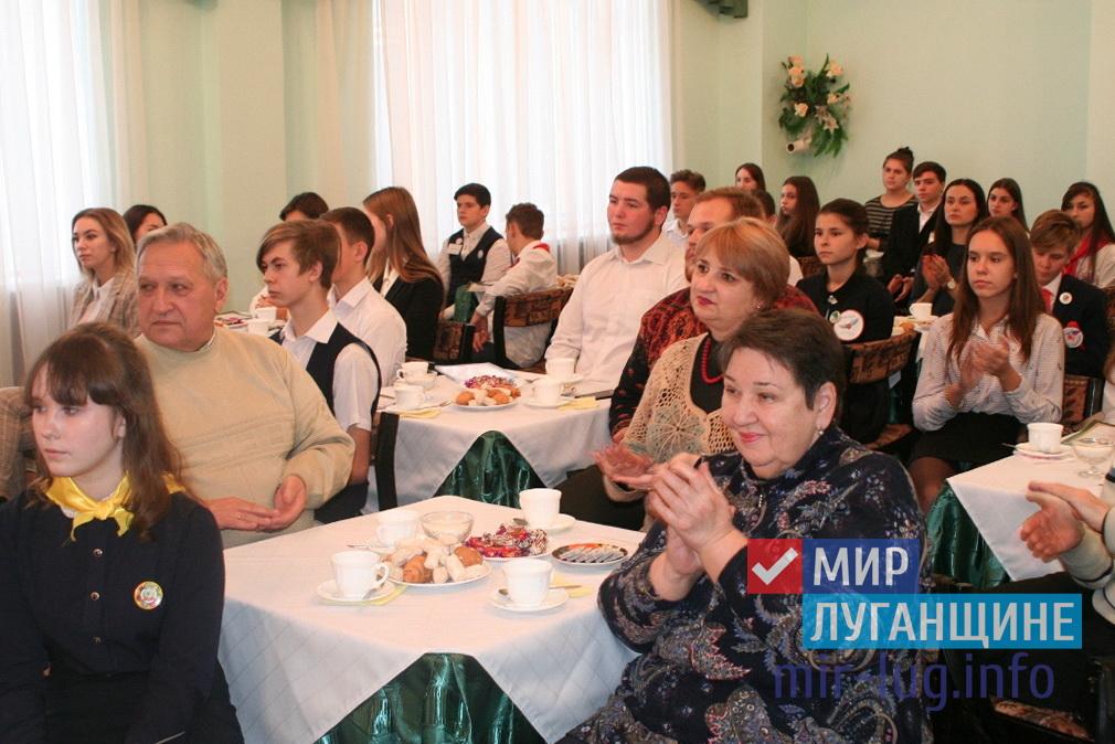 Международный день волонтёра отметили в Стаханове 4