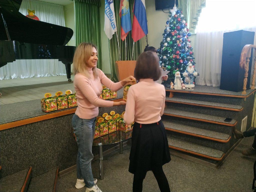Конкурс детского рисунка «Подарок от Деда Мороза» прошел в Перевальске 2