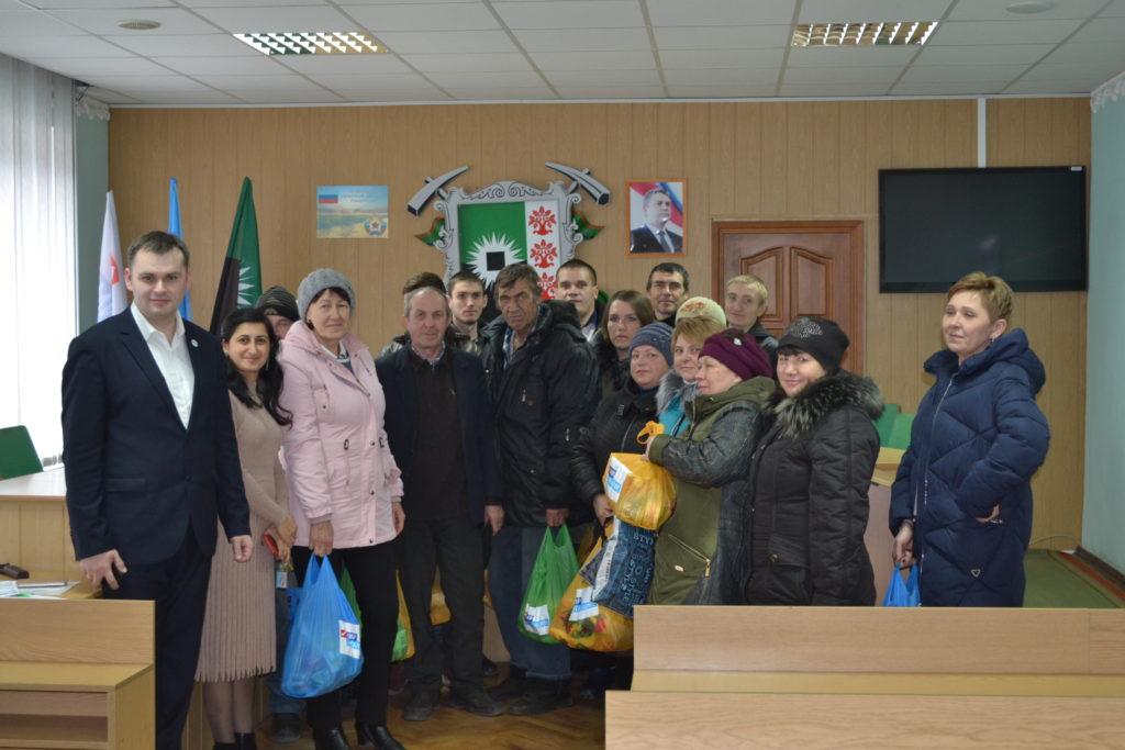 В шести городах Республики выдали продуктовые наборы работникам сферы ЖКХ от проекта «Волонтёр» 2