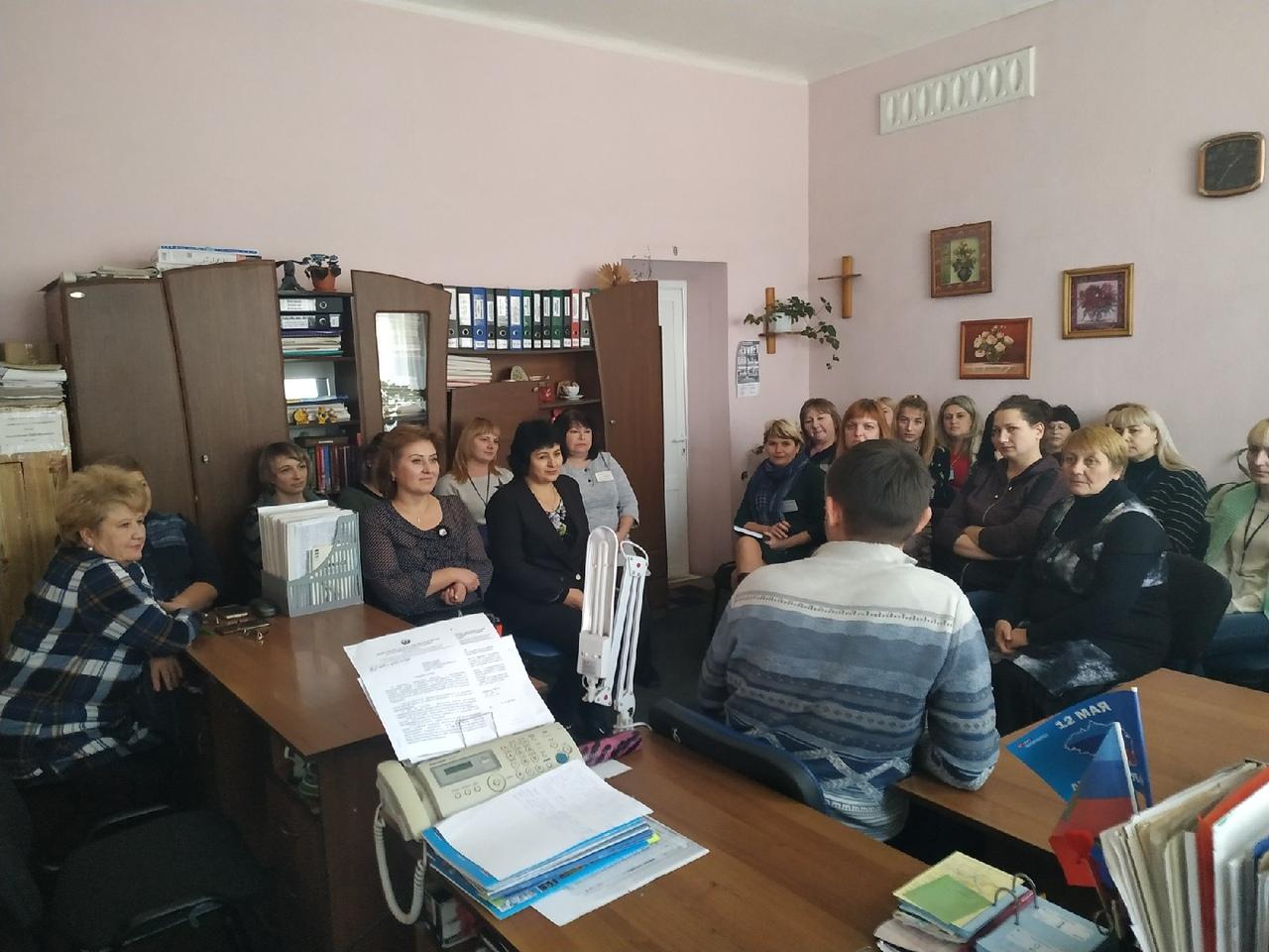 Депутат Народного Совета ЛНР Александра Ермоленко провел прием граждан в Перевальске 1