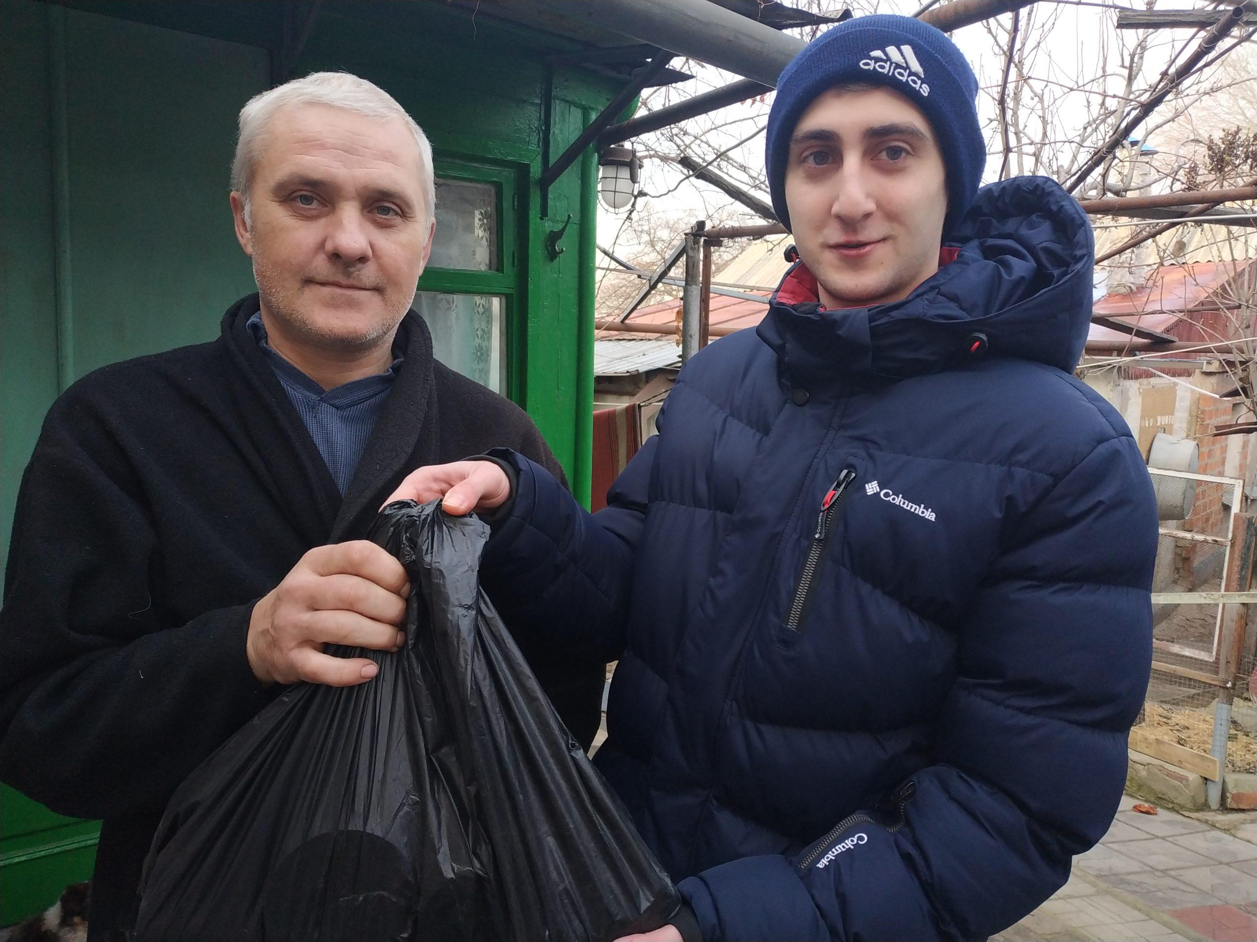 Акция «Как живешь, ветеран» продолжается – 176 ветеранов получили подарки в Луганске