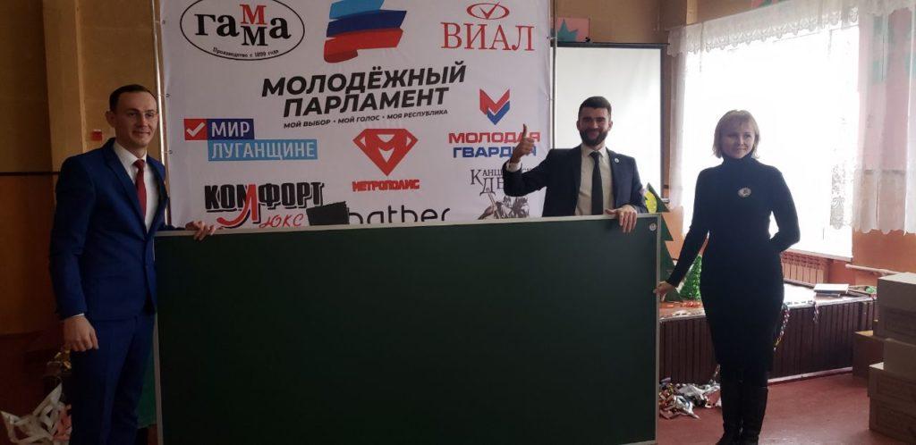 Вручение канцелярских наборов детям состоялось в посёлке Комиссаровка Перевальского района 3