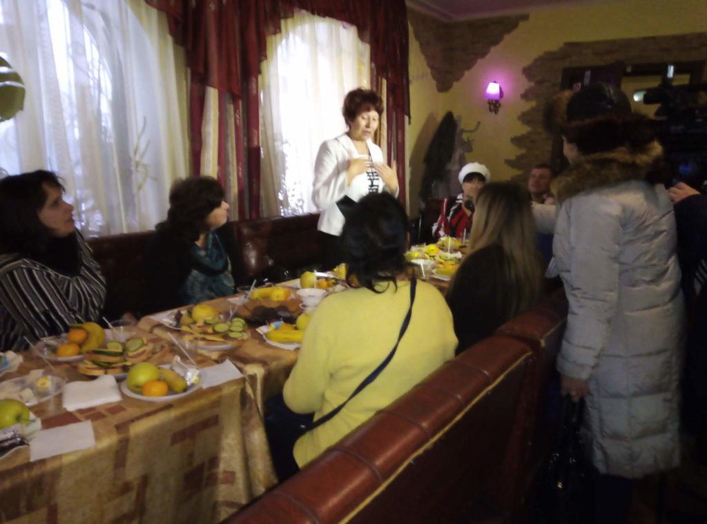 В Ровеньках провели благотворительный обед ко Дню инвалида 3