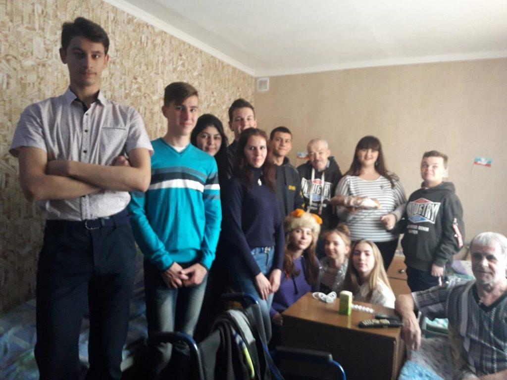 Представители Молодёжного Совета совместно с активистами проекта «Молодая гвардия» посетили Кировский комплексный центр социального обслуживания населения 1
