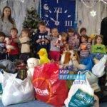 Активисты проекта «Волонтёр» передали помощь в детский сад прифронтового посёлка Весёлая гора