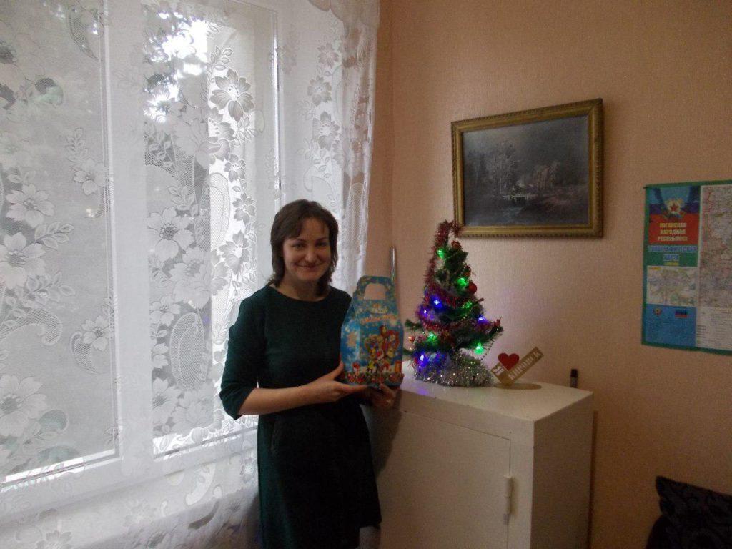 В Кировске выдали сладкие подарки детям от проекта «Волонтер» 4