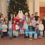 В четырёх городах Республики детям вручили сладкие подарки от проекта «Волонтёр»